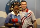Madars Razma triumfē šautriņu mešanā Skotijā