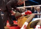 Adoniss Stīvensons pēc nokauta boksa ringā joprojām atrodas komā