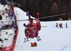 Kalnu slēpotājam Gisinam smags kritiens Pasaules kausa nobraucienā