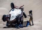 Video: Krievu ekipāžu Dakaras rallijā pārsteidz viltīgais tuksnesis, seko avārija