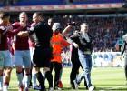 Fans Birmingemas derbijā uzbrūk viesu kapteinim, kurš vēlāk gūst uzvaras vārtus