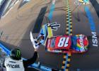 "Bušs uzvar NASCAR ""TicketsGuardian 500"" posmā"