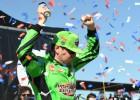 Bušs izcīna 200. uzvaru NASCAR pilota karjerā