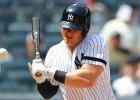 """Voits dabū ar bumbiņu pa seju, taču palīdz """"Yankees"""" tikt pie uzvaras"""