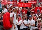 Federers <i>kruīzā</i>, ar mačbumbu zaudējušais Karlovičs līdz viņam netiek