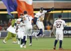 """""""Astros"""" un """"Yankees"""" sāk ar uzvarām, Nacionālās līgas sērijās - neizšķirti"""