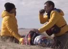 Video: KTM braucēju Sanderlendu pēc negadījuma evakuē no tuksneša