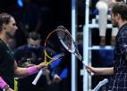 Nadals neizservē maču, ļaujot Medvedevam tikt finālā