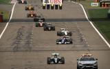 Foto: Spraigās sacīkstes Ķīnā finišē ar Rosberga sesto uzvaru pēc kārtas