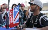 Foto: Japāņu F1 fani ar sajūsmu sagaida pilotus Suzukā
