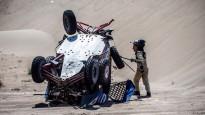 Krievu ekipāžu Dakaras rallijā pārsteidz viltīgais tuksnesis, seko avārija