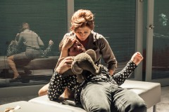 """Foto: Dailes teātrī pirmizrādi piedzīvo Nikolā Bijona luga """"Ziloņa dziesma"""""""