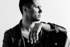 """Video: Ģitārists Mārcis Auziņš publisko jaunu dziesmu """"Diena"""" un tās videoversiju"""