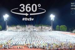 """Video: Fantastisks 360 grādu """"Gaismu sauca, gaisma ausa"""" video"""