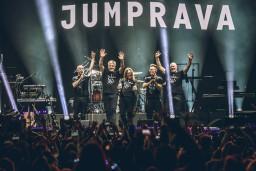 Foto: Pilnā Arēnā Rīga aizvadīts izcils JUMPRAVAS koncerts