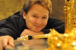 Festivālā Saxophonia spēlēs franču saksofona zvaigzne Aleksandrs Duazī