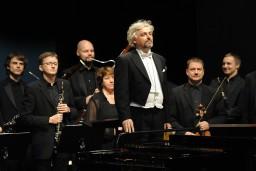 Populāru solistu un Vidzemes kamerorķestra vasaras lielkoncerts Ikšķiles estādē