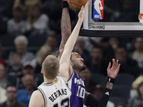 """""""Spurs"""" un Bertāns pret deviņās spēlēs pēc kārtas pieveikto """"Kings"""""""