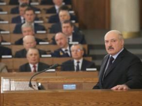 "Lukašenko kritizē profesionālo sportu: ""Mūs <i>dauza</i> latvieši ar 200 hokejistiem"""
