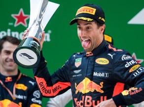 """Lielisks ātrums distances otrajā pusē ļauj Rikjardo uzvarēt Ķīnas """"Grand Prix"""""""