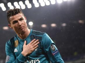 """Oficiāli: Krištianu Ronaldu par 100 miljoniem pārceļas uz """"Juventus"""""""