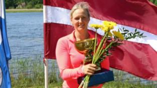 Akadēmiskā airētāja Gulbe triumfē Latvijas čempionātā