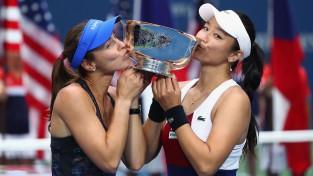 """Hingisai otro dienu pēc kārtas """"US Open"""" dubultspēļu tituls"""