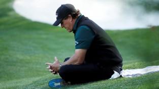"""""""US Open"""" trešā diena: Džonsons izsēj visu pārsvaru, Mikelsons sit pa ripojošu bumbiņu"""
