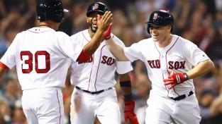 """""""Red Sox"""" izcīna 99. uzvaru sezonā un nodrošina vietu """"play-off"""""""
