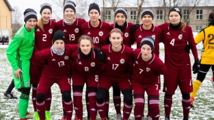 Latvijas sieviešu izlase gūst vārtus, taču piekāpjas Baltkrievijai