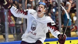 Ābols ECHL debitē ar gūtiem vārtiem un uzvaru, Balcers vēl nespēlē