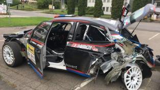 Video: Grjazins smagā avārijā Čehijā iznīcina rallija mašīnu
