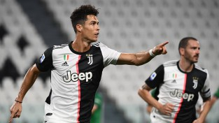 """""""Atalanta"""" ātrvilcienu spēj apturēt vienīgi pendeles - Ronaldu izglābj """"Juventus"""""""