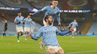 """""""Manchester City"""" pēdējās minūtēs salauž sīksto """"Aston Villa"""", Pogba panāk """"United"""" uzvaru"""