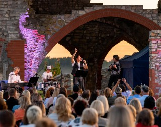 Foto: Meinarda salā aizvadīti divi ekskluzīvi koncerti