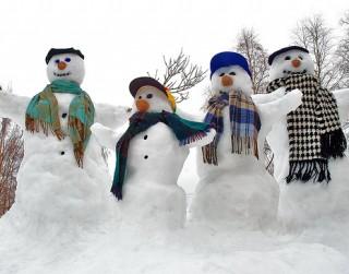 Kurš izdomāja uzcelt pirmo sniegavīru pasaulē?