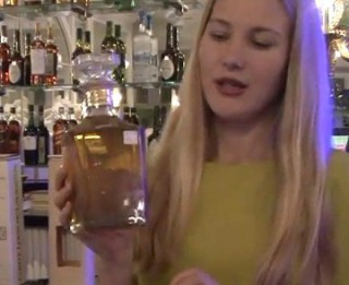 """Video: Kā iemānīt ābolu pudelē? """"Louis de Lauriston"""" kalvadosu un sidru degustācija Rīgā"""