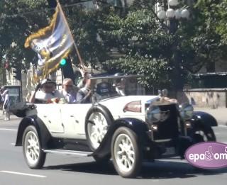 Video: Grandioza seno auto parāde Rīgas ielās