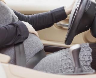 8 pamatnoteikumi, kā vadīt auto, ja esat grūtniece