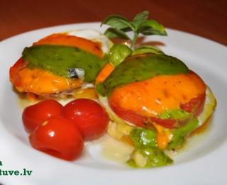 Krāsainās dārzeņu un maltās gaļas ligzdiņas