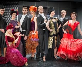 Spozme un krāšņums operetes <i>Balle Savojā</i> tērpos (+VIDEO)