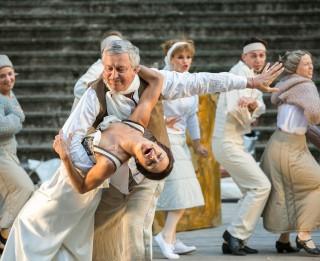 """Izrādes """"Tobāgo"""" komandai Liepājā pievienosies  Liepājas teātra aktrise Karīna Tatarinova"""