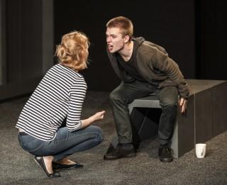 """Intars Rešetins Dailes teātra Kamerzālē iestudējis izrādi """"Dēls"""""""