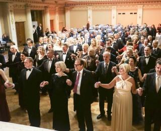 Tradicionālajā Labdarības ballē muzicēs izcili mūziķi  un tiks izsolīta mākslinieces Džemmas Skulmes glezna