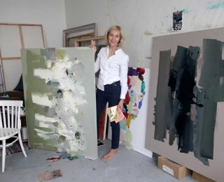"""Jūrmalas Kultūras centrā Lindas Stepītes gleznu izstāde """"KAUT KUR"""""""