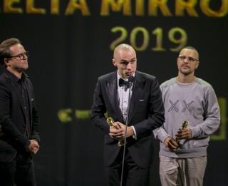 Uz balvu Zelta Mikrofons kategorijā Radio hits šogad pretendē Astro'n'out, Musiqq, Singapūras satīns ar Horenu Stalbi, Instrumenti un Prāta Vētra