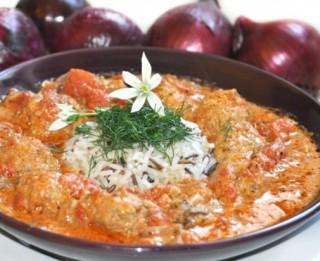 Maltās gaļas bumbas tomātu mērcē