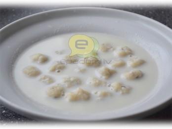 Fotorecepte: piena zupa ar biezpiena klimpām