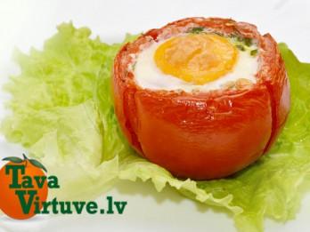 Fotorecepte: pildīti tomāti ar krabju nūjiņām un olu