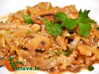 Fotorecepte: siltie salāti no ķīnas kāposta un sēnēm soli pa solim